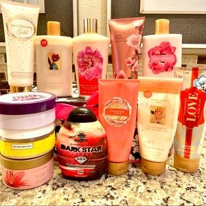 Make an offer! 🎉 12 full size VS lotions